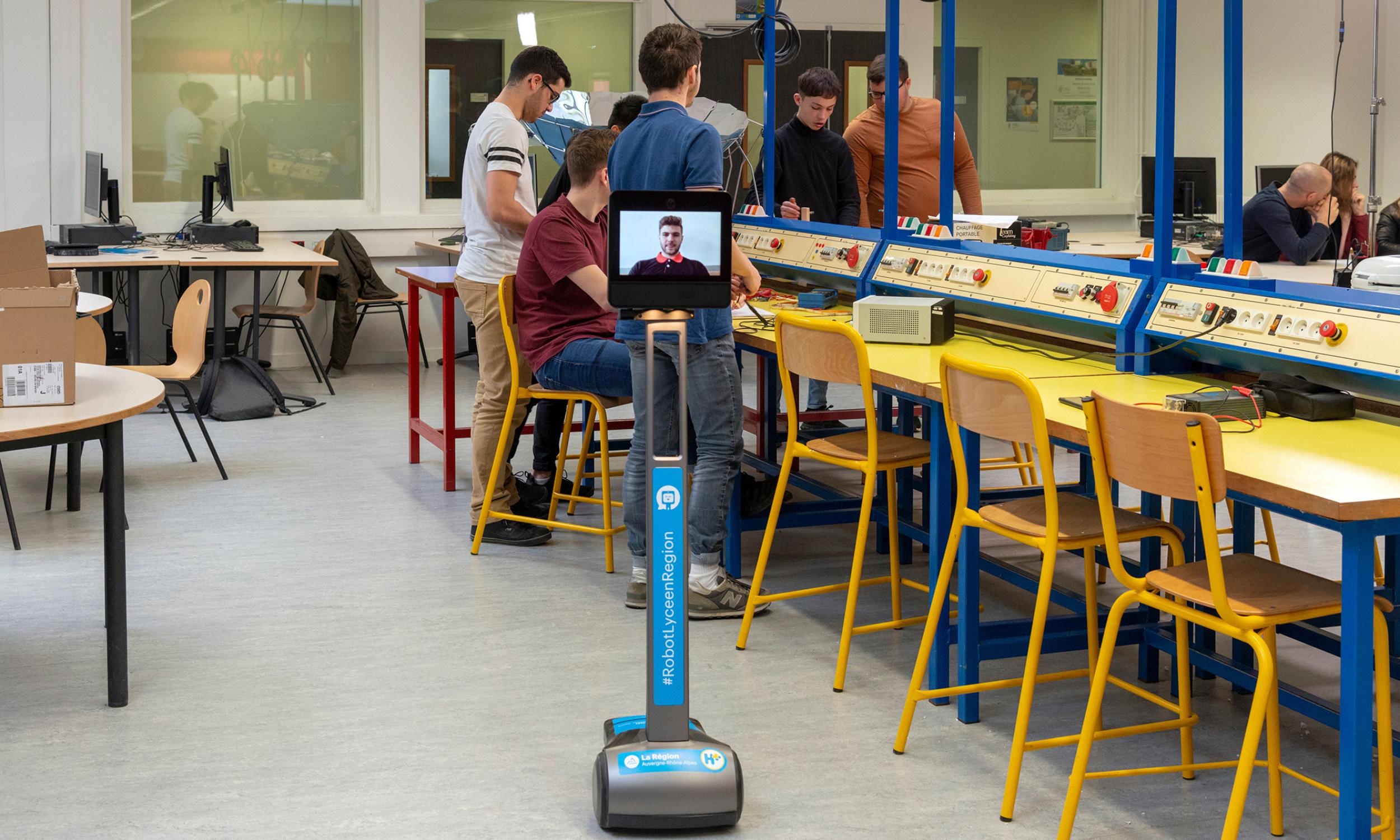 Robot Lycéen : dispositif mis en oeuvre par Awabot pour la Région Auvergne-Rhône-Alpes.