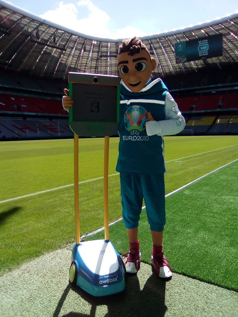 EURO2020 : déploiement de l'#EuroBot à Séville, Munich et Budapest avec les Fondation UEFA et Abidal